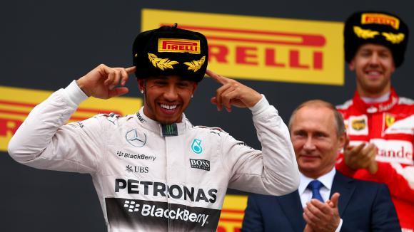 Хамилтън: За Формула 1 ще е добре Ферари да се бори за титлата