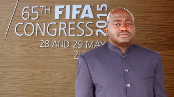 Президентът на Футболната федерация на Либерия влезе  в битката за върха във ФИФА