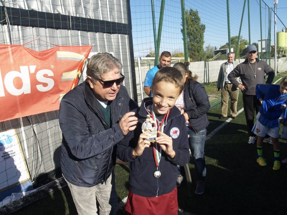 Децата на Любо Пенев и Божинов блестят на футболен турнир