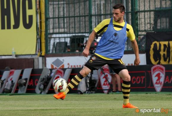Защитник на Ботев с контузия в коляното
