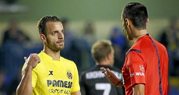 """Отмениха картона на Солдадо, нападателят ще играе на """"Камп Ноу"""""""