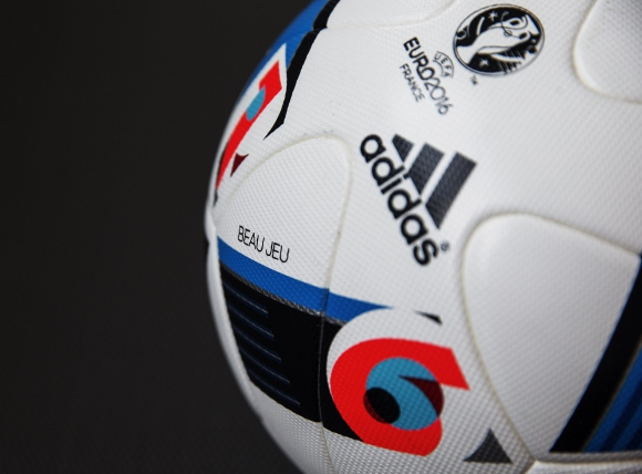 Зидан показа BEAU JEU: официалната топка на Евро 2016