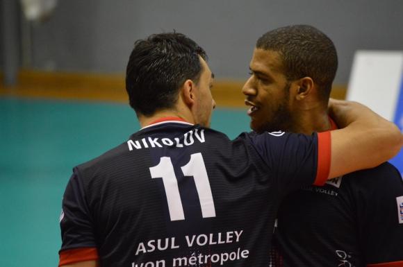 Тероризмът застигна Владо Николов и Влади Иванов в Париж! Анулираха мачовете