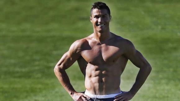 Кристиано показа атлетично тяло след тренировка (снимка)