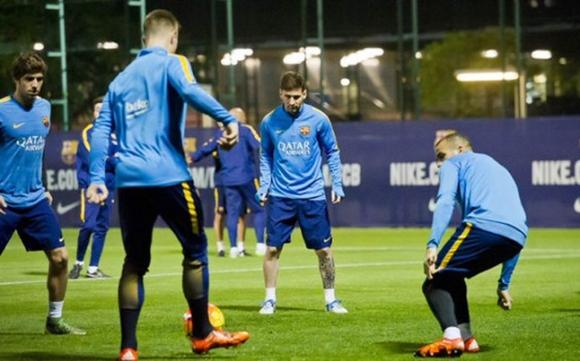 Меси направи първа тренировка, Ракитич също се включи