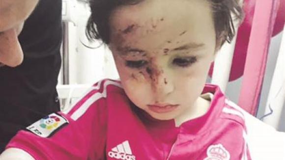 CR7 се среща с дете, загубило родителите си при терористичен акт в Бейрут