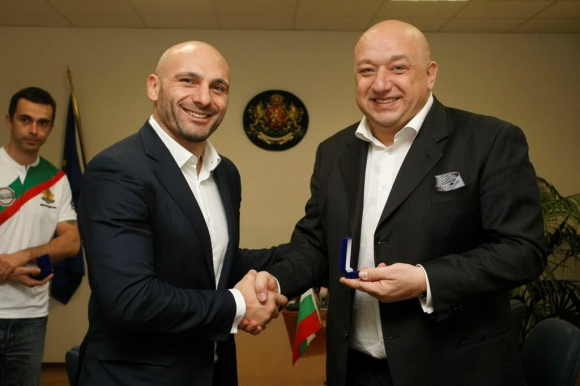 Министър Кралев отличи ММА медалисти