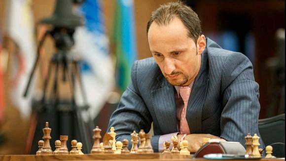 Топалов загуби от французин на турнира в Лондон