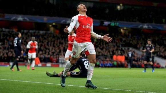 Феновете избраха Алексис Санчес за номер едно в Англия