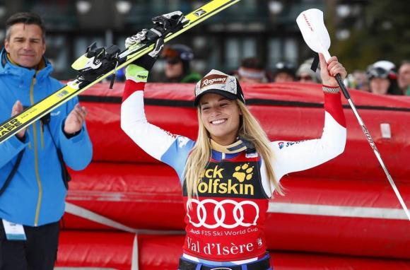 Лара Гут спечели спускането във Вал д'Изер
