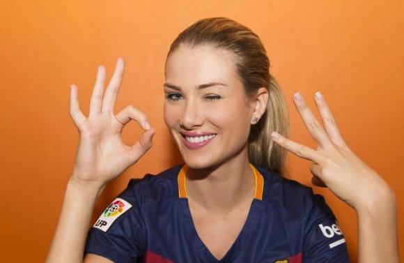 """Новата """"Мис Свят"""" е фенка на Барселона (видео + галерия)"""