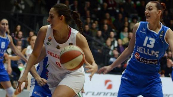 Жаклин Златанова с 10 точки и 6 борби при загуба на Сарагоса