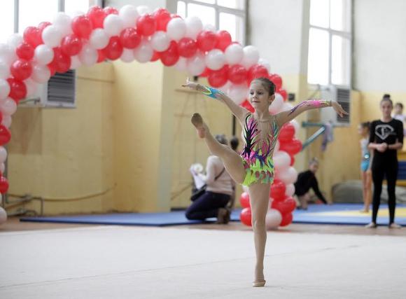 """Млади гимнастички направиха """"Коледна магия"""""""
