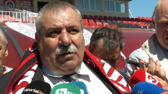 Аспарухов за Касев: Не знам дали е човек, но е измамник, лъжец и мошеник