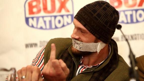 Тайсън Фюри пак скандализира: Всички боксьори са кучки!
