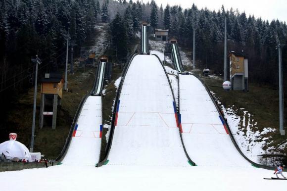 Отложиха ски-скока във Висла заради силен вятър