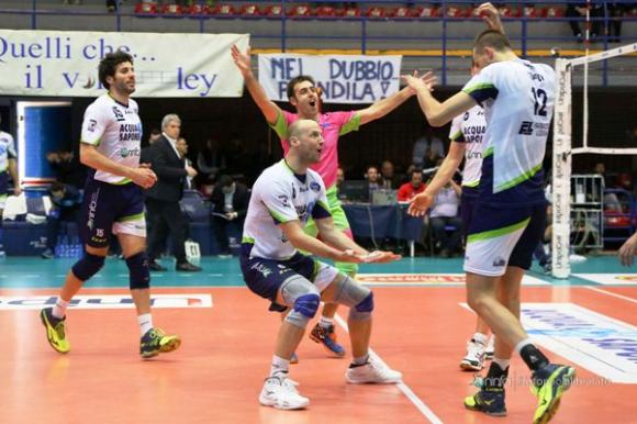 Виктор Йосифов и Латина продължават борбата за 5-о място в Италия