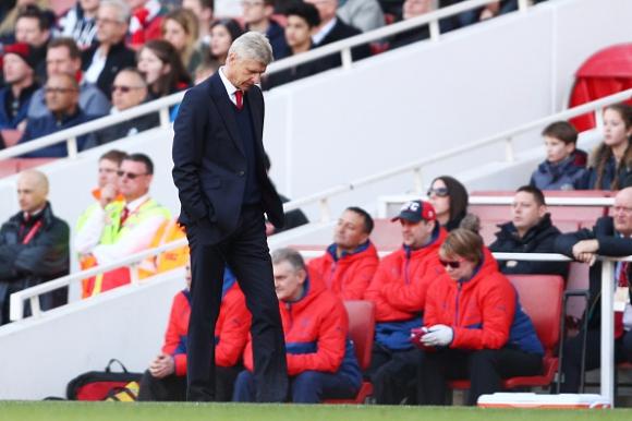 Арсенал сдаде и третото място, след като отново изпусна аванса си (видео)