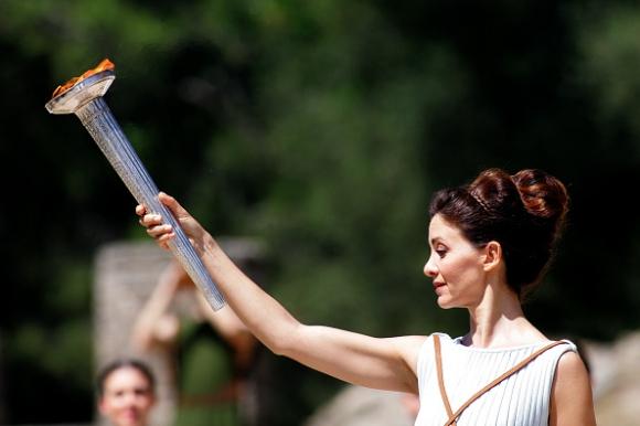 """Олимпийският огън за Игрите в Рио ще гори извън пределите на """"Маракана"""""""