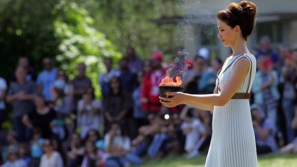 Олимпийският огън за Рио пламна в Древна Олимпия (видео)