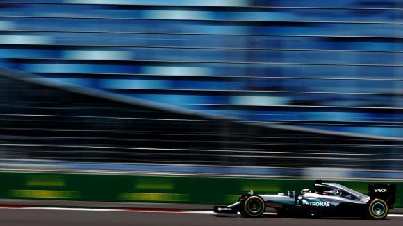 Хамилтън: Ще трябва да се постараем, за да сме пред Ферари