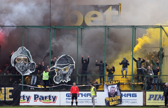 ДК затвори част от стадиона на Ботев Пд