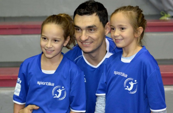 160 деца от Перник ще гледат бенефиса на Владо Николов
