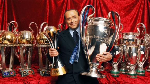 Берлускони към тифозите: От година се опитвам да продам Милан (видео)