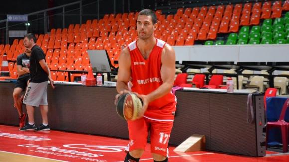 Илиан Евтимов вкара 18 точки при победа на Шоле