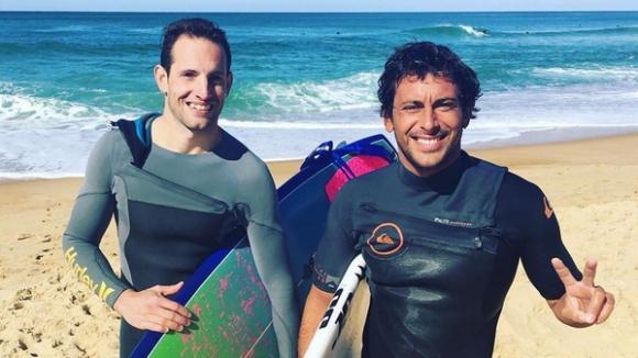 Лавийени се качи на сърф