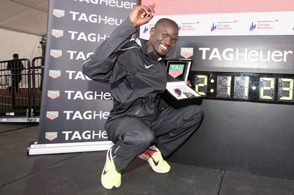 Шампионът от маратона на Чикаго се готви за световна титла в Лондон догодина