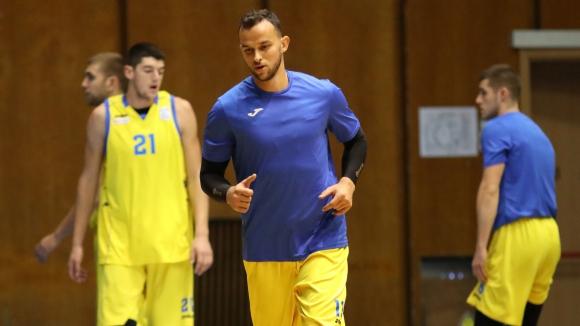 Кирил Райков остава в България