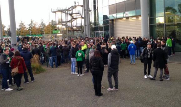 "Фенове завардиха стадиона на Волфсбург, крещят ""Шибани милионери"""
