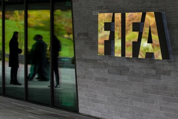 Тийнейджър подаде жалба срещу ФИФА за забрана за трансфер
