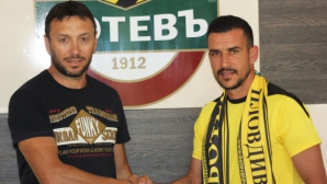 Стоянов: Няма къде да ходя, имам договор с Ботев (Пд)