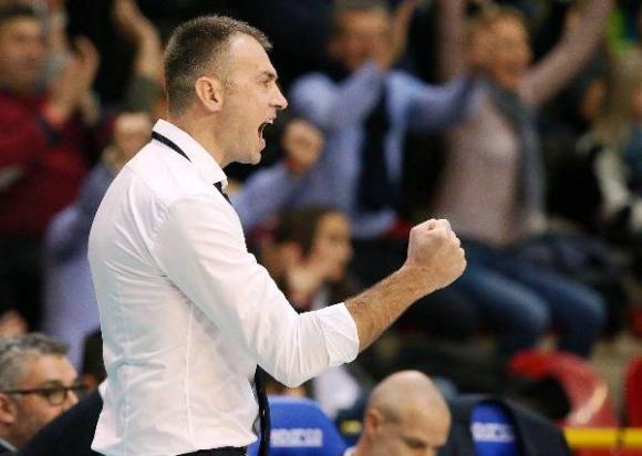 Никола Гърбич дебютира с победа начело на Верона над Пиаченца