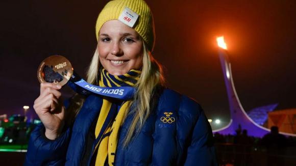 Холмлунд остава в изкуствена кома, транспортираха я в Швеция