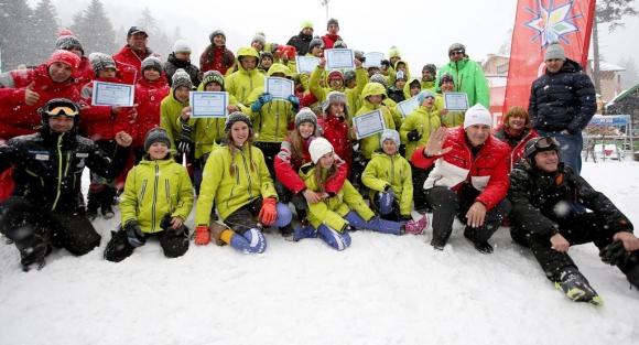 Асен Марков награди победителите в ски състезанията за деца на Боровец