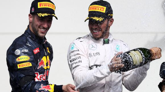 Рикардо: Мога да победя Хамилтън със същата кола