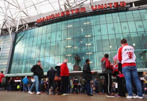 Фен на Манчестър Юнайтед издъхна на трибуните