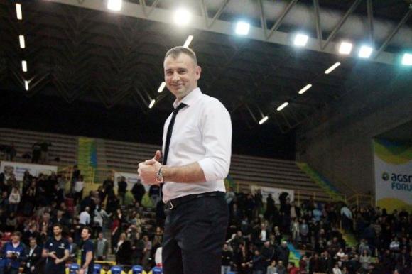 Никола Гърбич остава още 3 години във Верона
