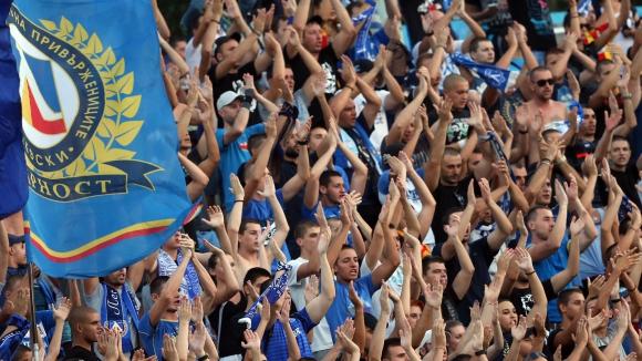Играчи и фенове на Левски събират средства за две дечица, капитанът Минев даде за търг екип на Пирло