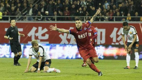 Божинов герой срещу тима на италианска легенда