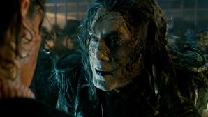 Хавиер Бардем преследва Джони Деп в Карибски пирати