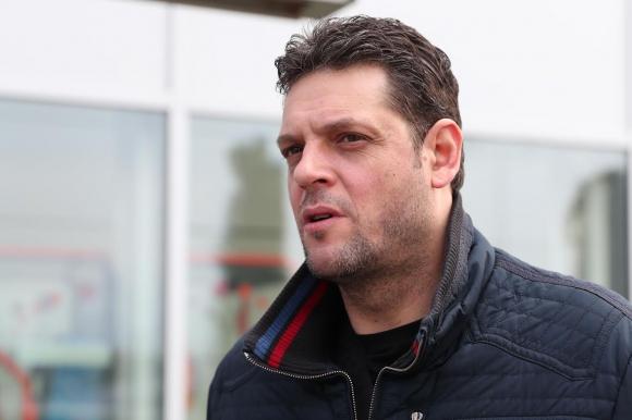 Пламен Константинов се завърна в България (видео + снимки)