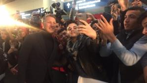 Америка полудя по Швайни и Ана, стотици ги посрещнаха в Чикаго