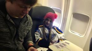 Звезда от НХЛ с нов мил жест към болно момиче (снимки)