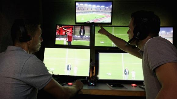Видеоасистентите на съдиите ще променят футбола завинаги