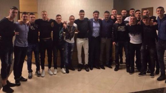 Президентът Михайлов събра юношите до 19 година на празнична вечеря