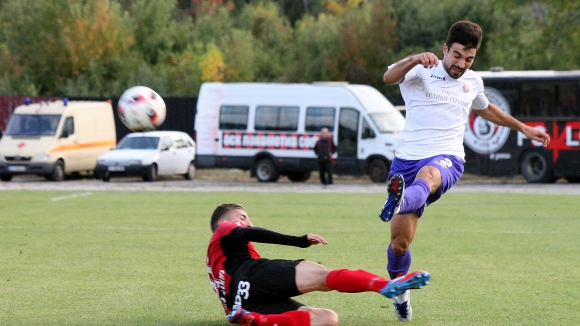 Ботев (Гълъбово) без трима титуляри срещу лидера във Втора лига